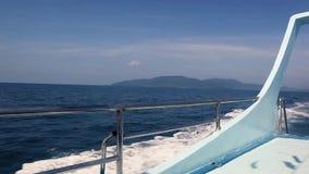 Yacht di navigazione di estate stock footage