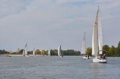 Yacht di navigazione sul fiume Don vicino a Rostov-On-Don immagini stock