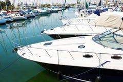 Yacht e barche in vecchio porto Immagini Stock