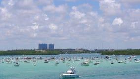 Yacht e jet ski del golfo di Miami di giorno di estate che parcheggiano lasso di tempo 4k Florida S.U.A. stock footage