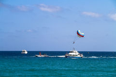 Yacht e paracadute Fotografia Stock Libera da Diritti