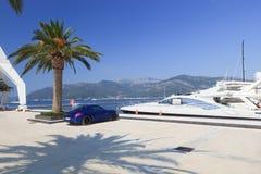 Yacht ed automobile sportiva di lusso Immagini Stock Libere da Diritti
