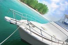 Yacht ed isola Fotografie Stock Libere da Diritti