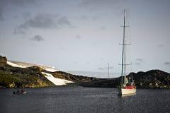Yacht en Antarctique Photographie stock libre de droits