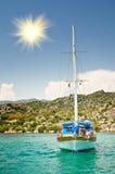 Yacht en bois dans le compartiment. La Turquie. Kekova. Photographie stock libre de droits