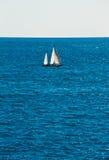 Yacht en mer Photographie stock