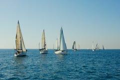 Yacht en mer Photos stock