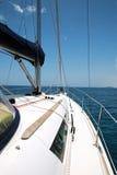 Yacht en mer. Photo libre de droits