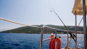 Yacht en mer avec la belle vue Image libre de droits