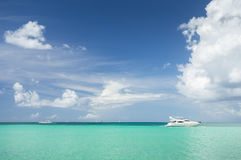 Yacht en mer des Caraïbes Photo libre de droits