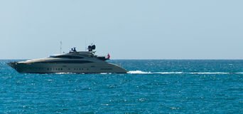 Yacht en mer Méditerranée Photographie stock libre de droits