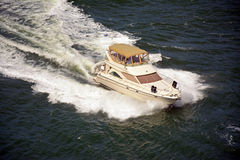 Yacht expédiant photo stock