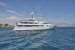 Yacht fora de Piraeus Imagens de Stock Royalty Free
