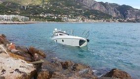 Yacht Halb-gesunken stock footage