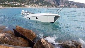 Yacht Halb-gesunken stock video