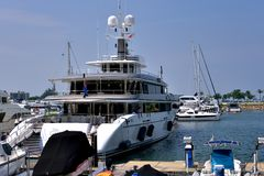 Yacht in harbor, Hongkong gold coast Royalty Free Stock Photography