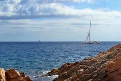 Yacht i havet Arkivfoton