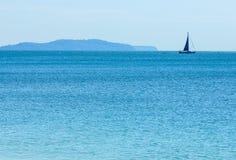 Yacht i havet Arkivfoto