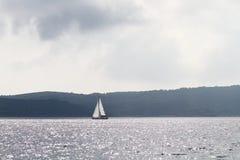 Yacht i havet Fotografering för Bildbyråer