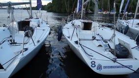 Yacht im Dock stock video