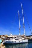 Yacht im Jachthafen Stockfotografie