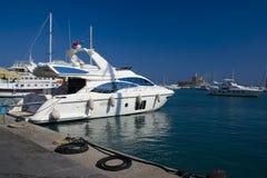 Yacht im Rhodos-Hafen Stockfotos