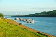 Yacht-Klumpen auf dem Ohio-Fluss Stockbild