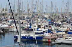 Yacht lussuosi al porto Immagini Stock
