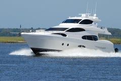 Yacht luxirious expédiant Photographie stock libre de droits