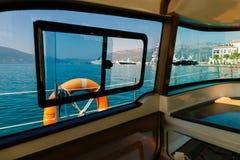 Yacht in mare con la bella vista Fotografia Stock Libera da Diritti