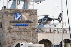 yacht med helikoptern Arkivfoto