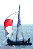 Yacht in Meer lizenzfreie stockbilder