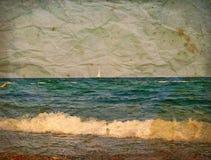 Yacht in Meer. Alte Postkarte lizenzfreie stockfotos