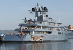Yacht mit Hubschrauber Lizenzfreie Stockfotos
