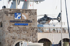 Yacht mit Hubschrauber Stockfoto