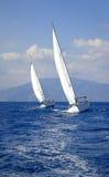 Yacht mit zwei Rennen Stockbild