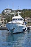 Yacht moderno a Soller& x27; porto di s fotografie stock libere da diritti