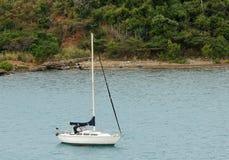 Yacht near island Royalty Free Stock Photos
