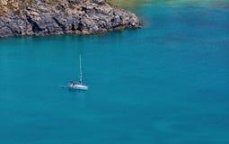 Yacht nella baia Fotografia Stock Libera da Diritti