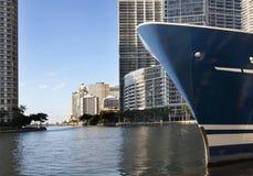 Yacht nella città Immagine Stock Libera da Diritti