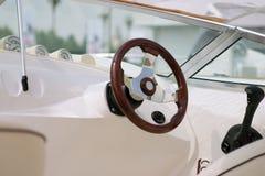 Yacht o controle imagens de stock