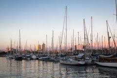 Yacht o porto do porto Vell em Barcelona, Espanha imagens de stock royalty free