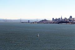 Yacht och San Francisco Fotografering för Bildbyråer