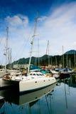Yacht på kajen Arkivfoton