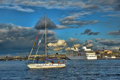 Yacht på Nevaen Royaltyfri Foto