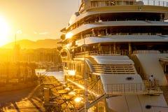 Yacht på solnedgången Arkivbilder