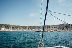 Yacht Parken im Hafen, Hafenyachtclub in Marina di Scarlino lizenzfreies stockbild