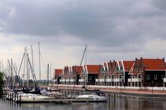 Yacht per il paesino di pescatori Fotografia Stock Libera da Diritti