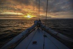 Yacht Plattform bei Sonnenuntergang auf der Nordsee Stockbilder