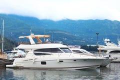 Yacht puissant de moteur photo libre de droits